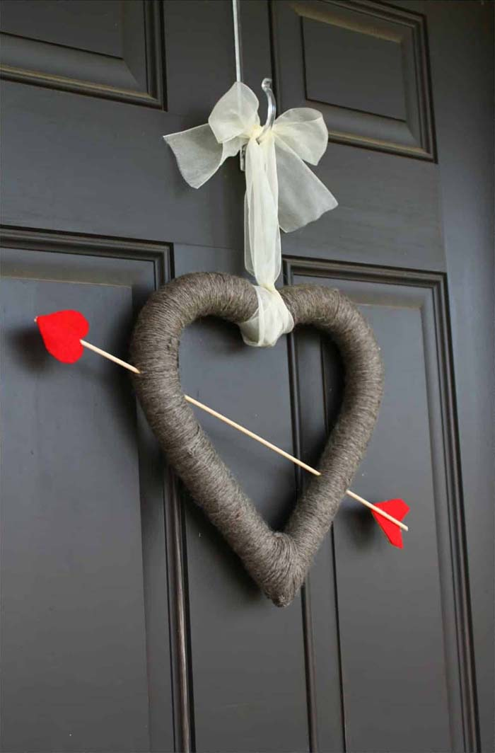 Cupid's Arrow Valentine's Day Wreath #valentine #diy #wreaths #decorhomeideas