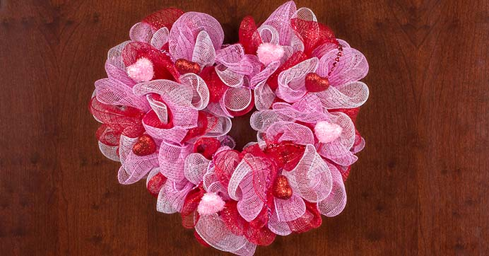 Deco Mesh Heart Wreath #valentine #diy #wreaths #decorhomeideas
