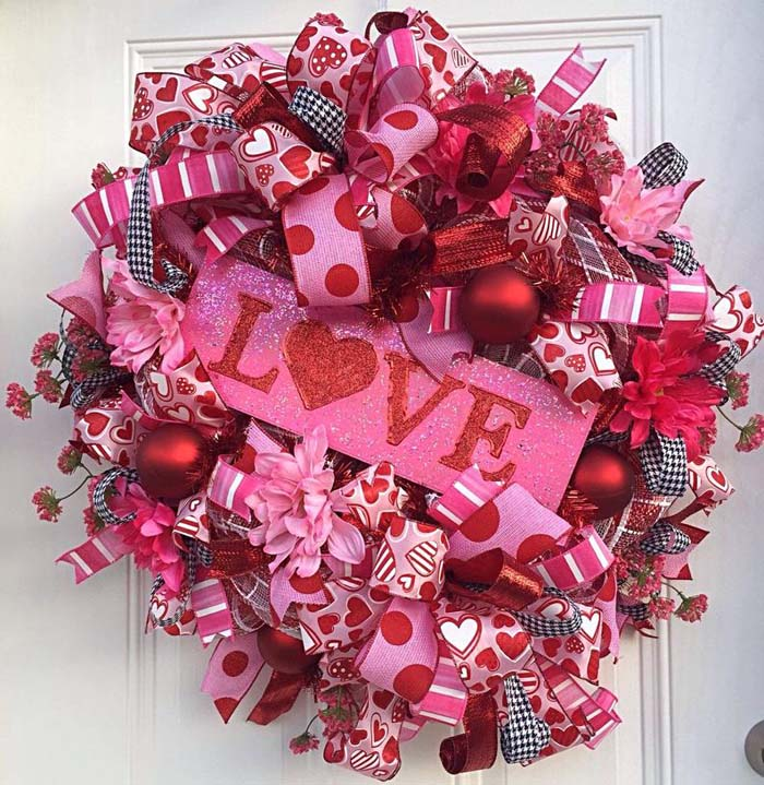 Deco Mesh Love Valentine Wreath #valentine #diy #wreaths #decorhomeideas