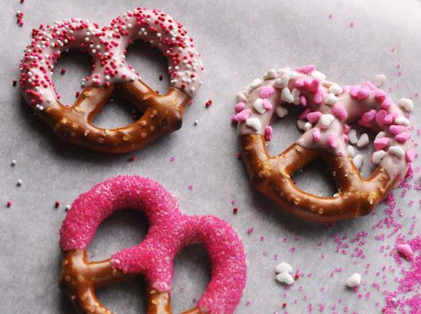 Decorated Pretzel Twists #valentine #crafts #kids #decorhomeideas