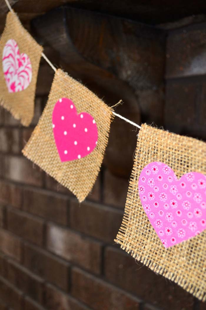 DIY Burlap Banner #valentinesday #rustic #decor #diy #decorhomeideas