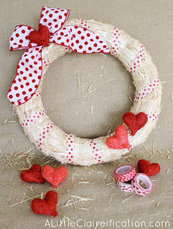 DIY Easy Valentine Wreath #valentine #diy #wreaths #decorhomeideas
