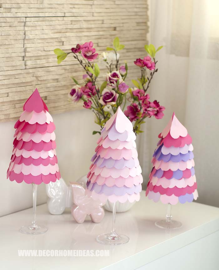 DIY Valentine's Day Heart Cone Tree Tutorial. Step by step instructions with free patterns and beautiful photos. #diy #valentinesday #hearts #cone #tree #decorhomeideas