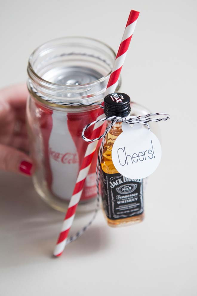 DIY Mason Jar Cocktail Gift #valentinesday #crafts #jars #gifts #decorhomeideas