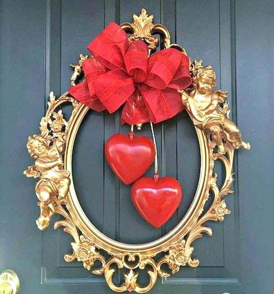 DIY Valentine Wreath With 2 Hearts #valentine #diy #wreaths #decorhomeideas