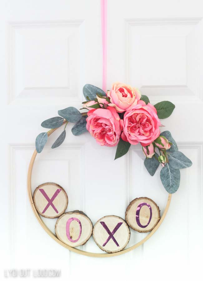 DIY Valentine's Day Hoop Wreath #valentine #diy #wreaths #decorhomeideas