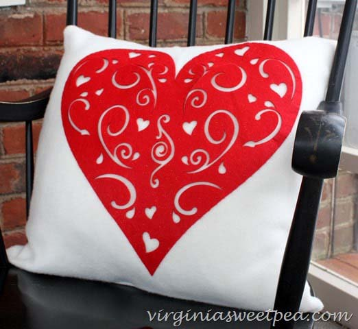 Dollar Tree Heart Pillow #valentine #dollarstore #diy #decor #decorhomeideas