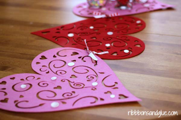 Dollar Tree Table Runner #valentine #dollarstore #diy #decor #decorhomeideas