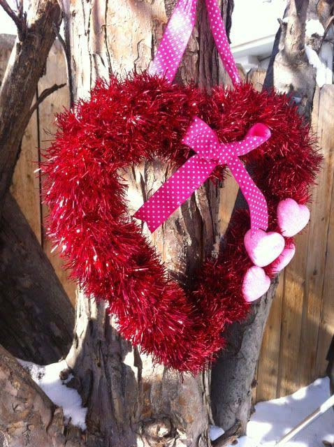 Easy Tinsel Heart Wreath #valentine #diy #wreaths #decorhomeideas