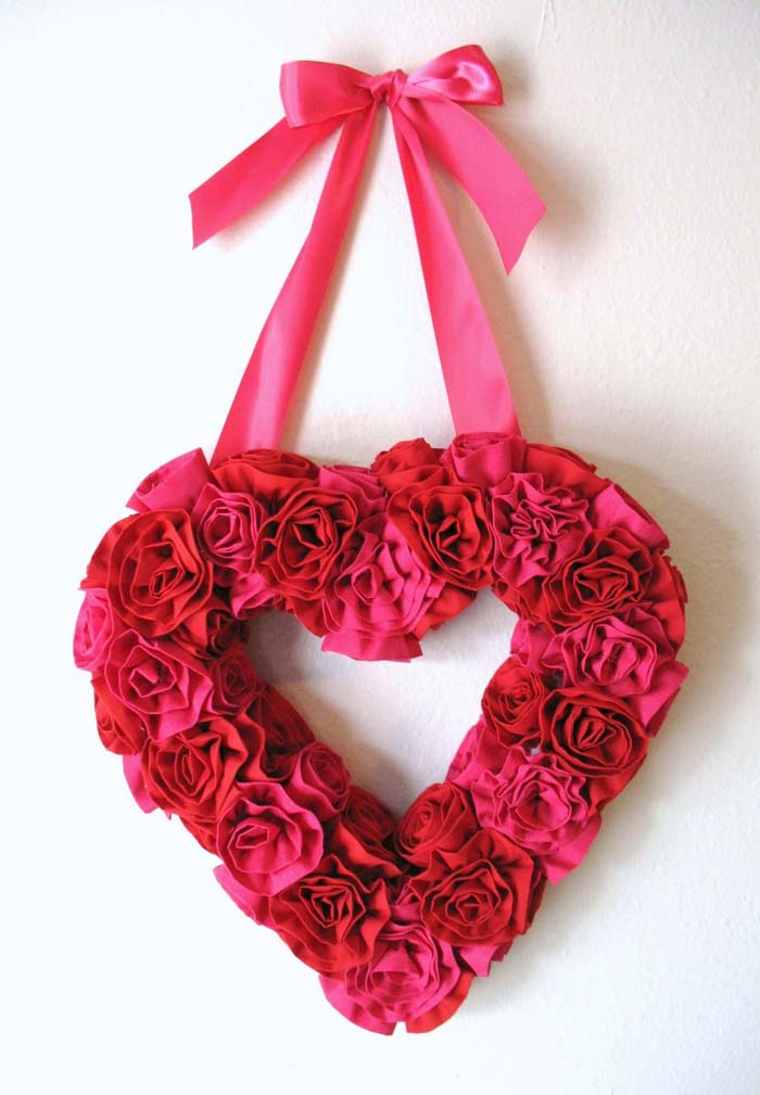 Fabric Flower Valentine Wreath #valentine #diy #wreaths #decorhomeideas