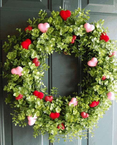 Farmhouse Valentine's Wreath #valentine #diy #wreaths #decorhomeideas