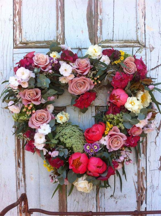 Faux Floral and Greenery Wreath #valentine #diy #wreaths #decorhomeideas