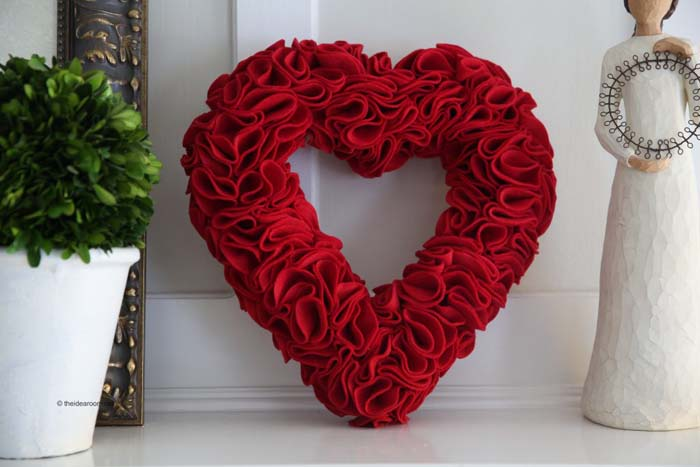 Felt Heart Wreath #valentine #diy #wreaths #decorhomeideas
