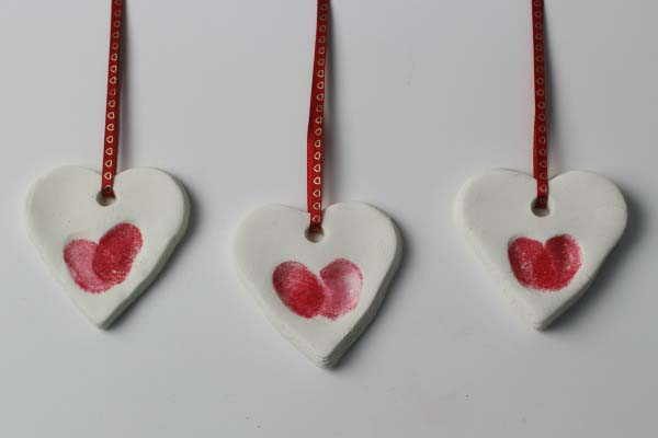 Fingerprint Heart Ornaments Red #valentine #crafts #kids #decorhomeideas