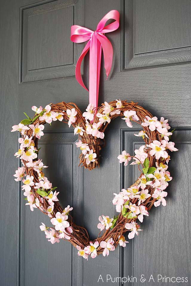 Floral Grapevine Heart Wreath #valentine #diy #wreaths #decorhomeideas