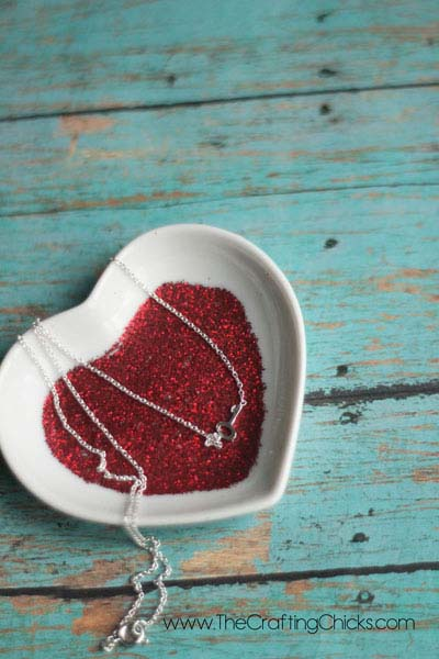 Glittery Valentine Candy Dishes #valentine #dollarstore #diy #decor #decorhomeideas
