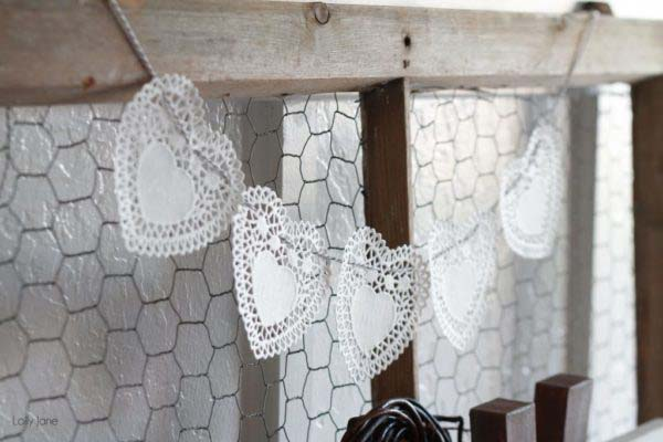 Heart Doily Bakers Twine Bunting #valentinesday #rustic #decor #diy #decorhomeideas