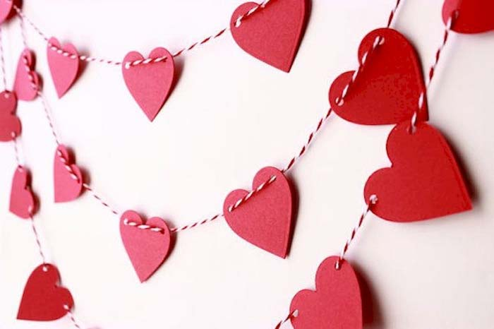 Heart Garland #valentine #dollarstore #diy #decor #decorhomeideas
