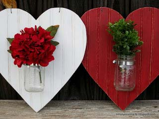 Heart Shaped Mason Jar Valentines Door Hanger #valentinesday #rustic #decor #diy #decorhomeideas