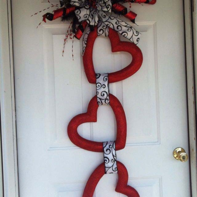 Heart Yarn Wreath #valentine #diy #wreaths #decorhomeideas
