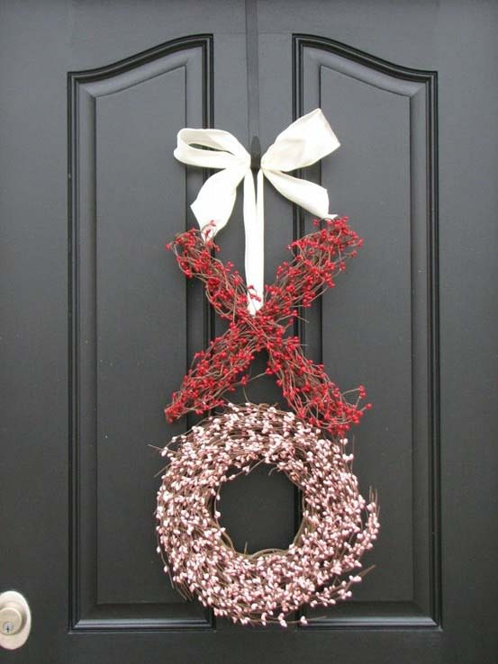 Hugs and Kisses Berry Wreath #valentine #diy #wreaths #decorhomeideas
