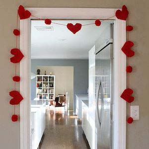 Large Heart Garland #valentine #dollarstore #diy #decor #decorhomeideas