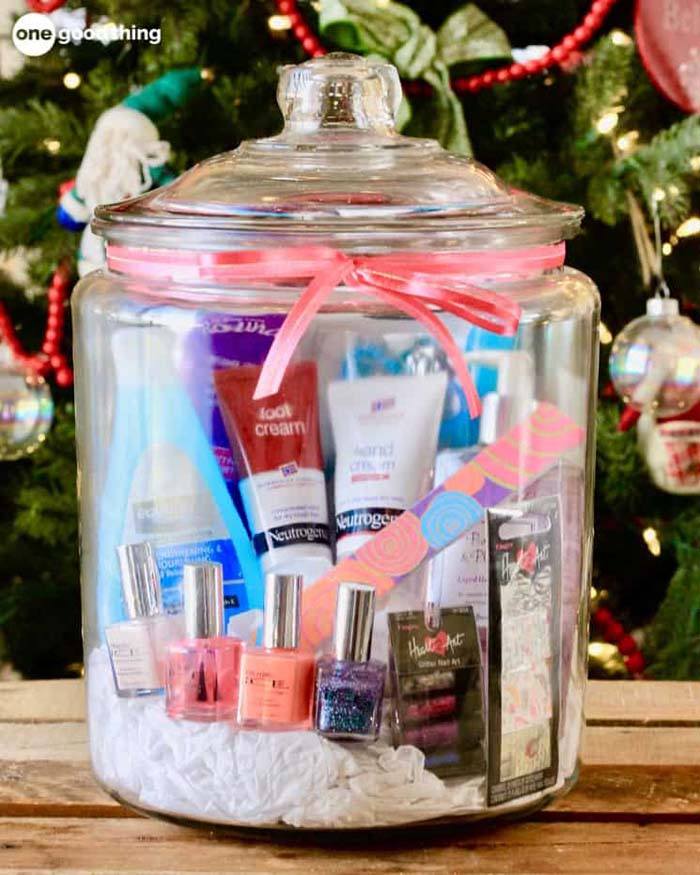 Mani Pedi In A Jar #valentinesday #crafts #jars #gifts #decorhomeideas
