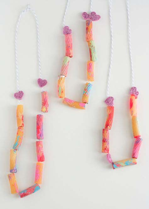 Noodle Necklace #valentine #crafts #kids #decorhomeideas