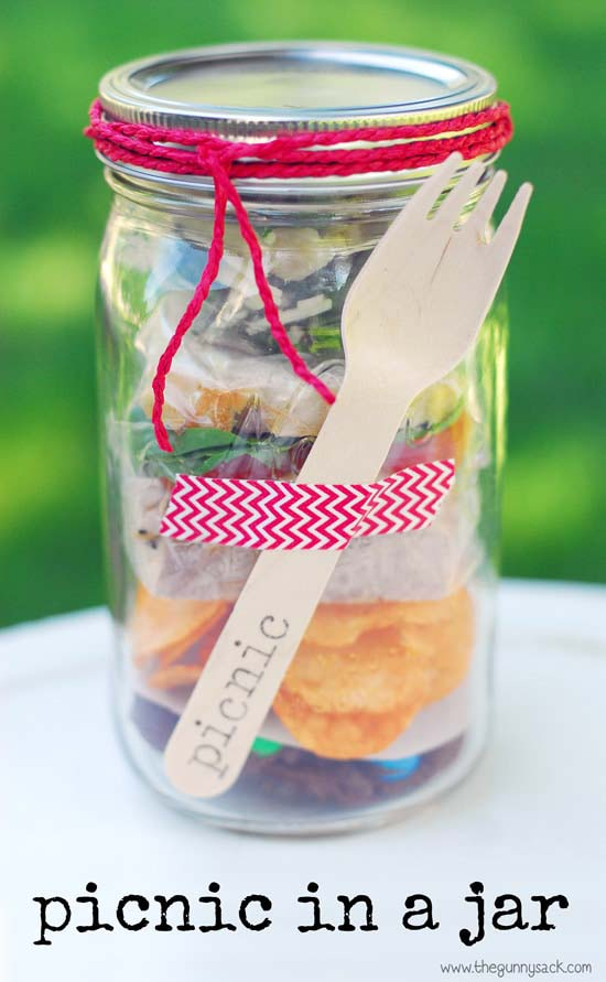 Picnic In A Jar Tutorial #valentinesday #crafts #jars #gifts #decorhomeideas