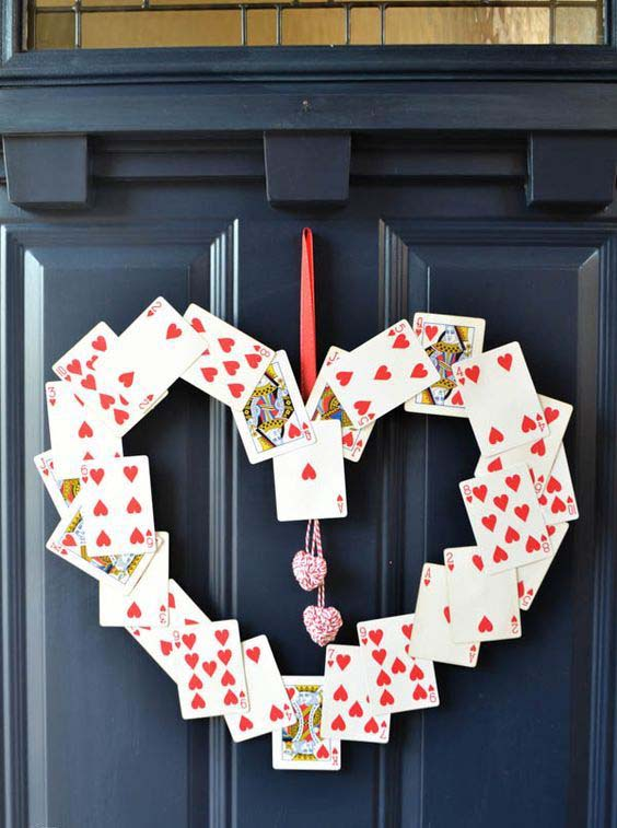 Playing Cards Love Wreath #valentine #diy #wreaths #decorhomeideas