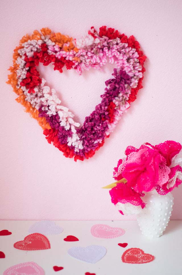 Puffy Yarn Wreath #valentine #diy #wreaths #decorhomeideas
