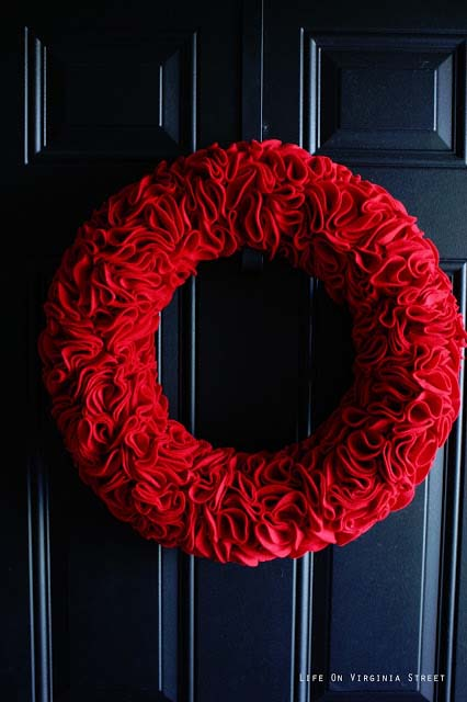 Red Felt Ruffle Wreath #valentine #diy #wreaths #decorhomeideas