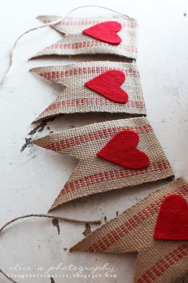 Rustic Red Heart Banner #valentinesday #rustic #decor #diy #decorhomeideas
