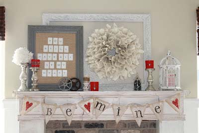 Rustic Valentine Mantel #valentinesday #rustic #decor #diy #decorhomeideas