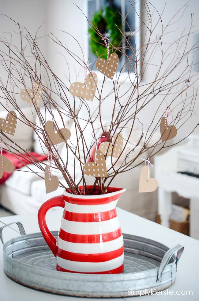 Rustic Valentine Tree #valentinesday #rustic #decor #diy #decorhomeideas
