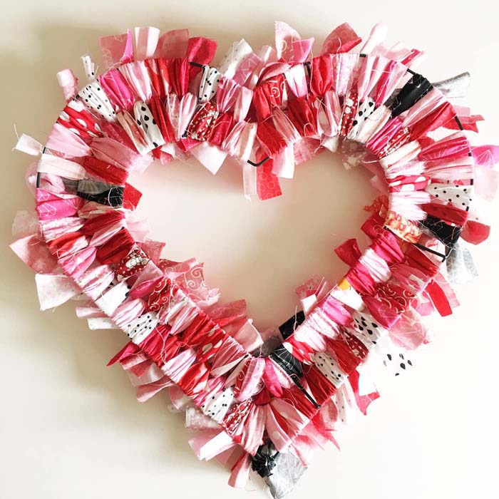 Scrap Fabric Heart #valentine #diy #wreaths #decorhomeideas