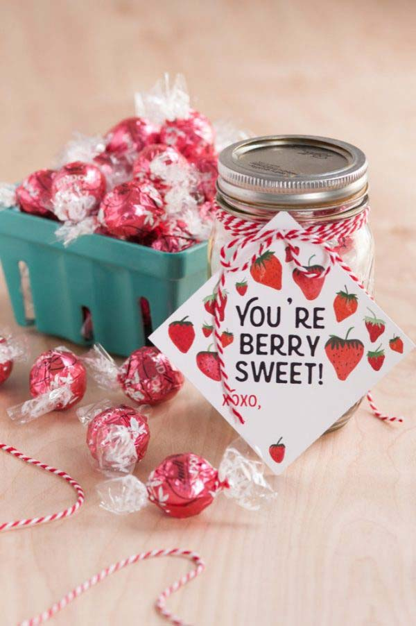 Strawberries and Cream Hot Chocolate #valentinesday #crafts #jars #gifts #decorhomeideas