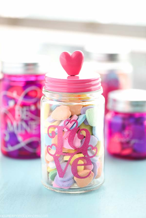 Valentine Day Mason Jar Candy Gift #valentinesday #crafts #jars #gifts #decorhomeideas