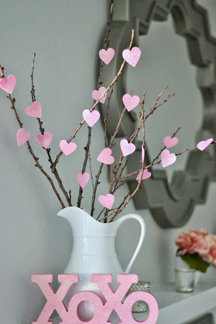 Valentine Decorations DIY heart tree #valentinesday #rustic #decor #diy #decorhomeideas