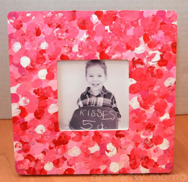 Valentine Fingerprint Photo Frame #valentine #crafts #kids #decorhomeideas
