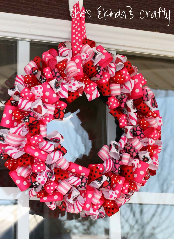 Valentine Ribbon Wreath #valentine #diy #wreaths #decorhomeideas