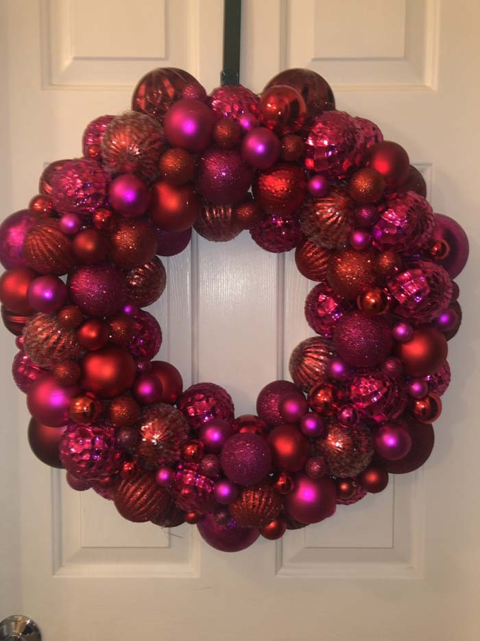 Valentine's Day Bulb Wreath #valentine #diy #wreaths #decorhomeideas