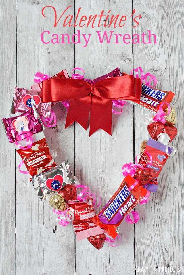 Valentine's Day Candy Wreath #valentine #diy #wreaths #decorhomeideas