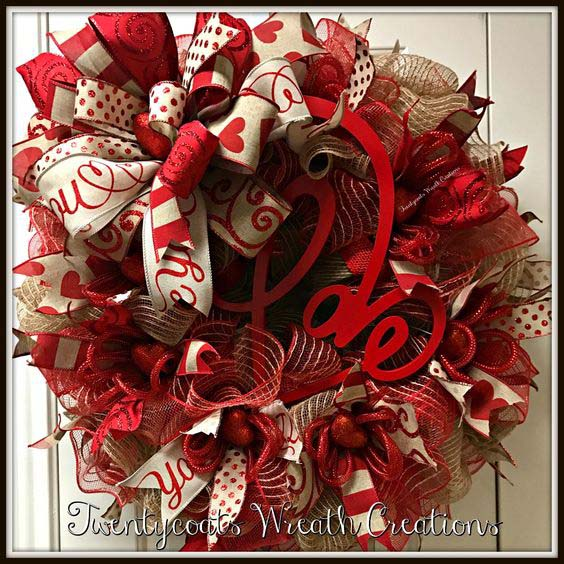 Valentine's Day Deco Mesh Wreath #valentine #diy #wreaths #decorhomeideas