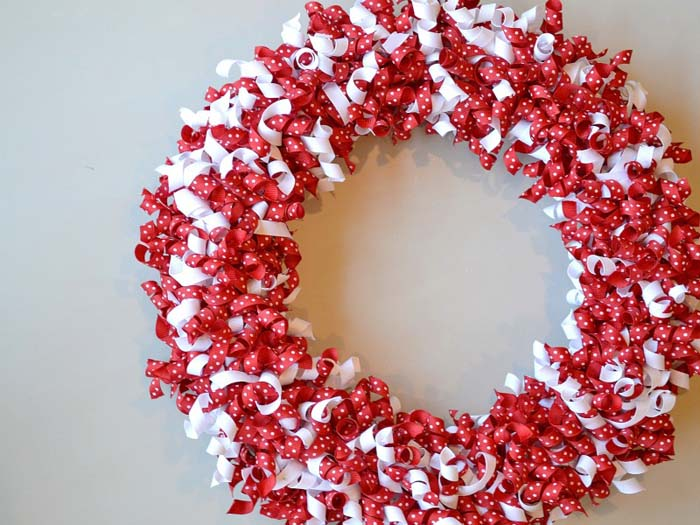 Valentine's Day Ribbon Wreath #valentine #diy #wreaths #decorhomeideas