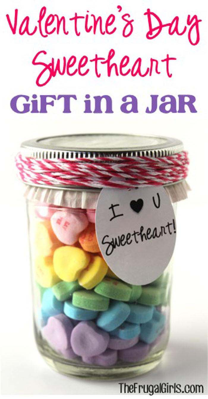 Valentines Day Sweetheart Gift in a Jar #valentinesday #crafts #jars #gifts #decorhomeideas