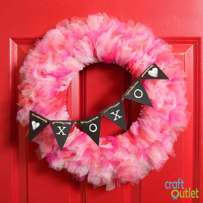 Valentine's Day Tulle Wreath #valentine #diy #wreaths #decorhomeideas