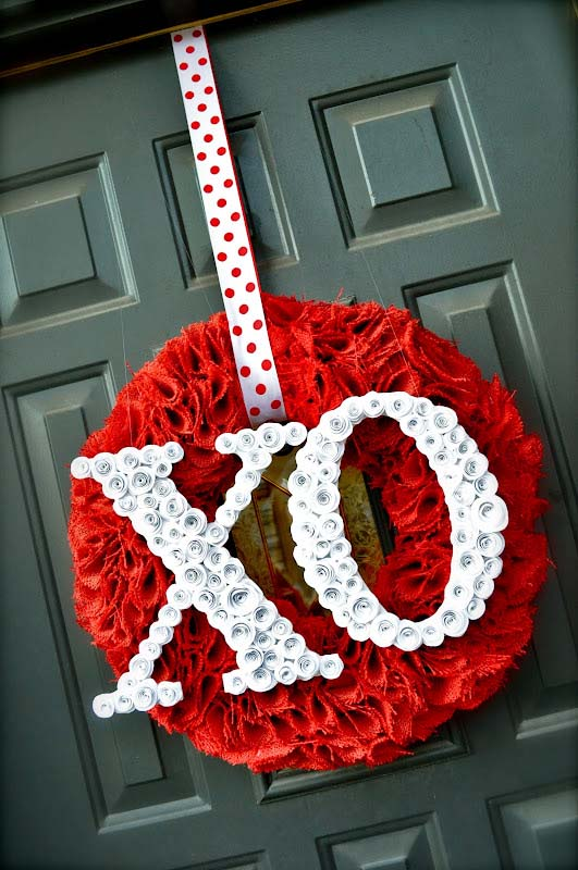 Valentine's Wreath with Spiral Rose Letters #valentine #diy #wreaths #decorhomeideas
