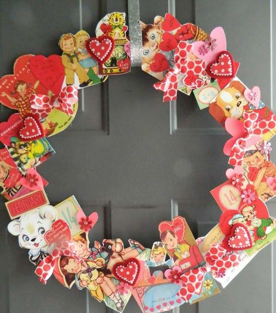 Vintage Valentine's Day Cards Wreath #valentine #diy #wreaths #decorhomeideas