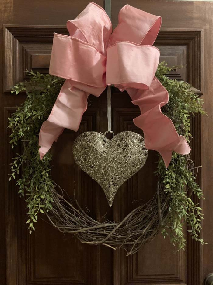 Wicker Valentine's Day Wreath #valentine #diy #wreaths #decorhomeideas